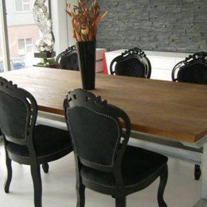 stoel en tafel